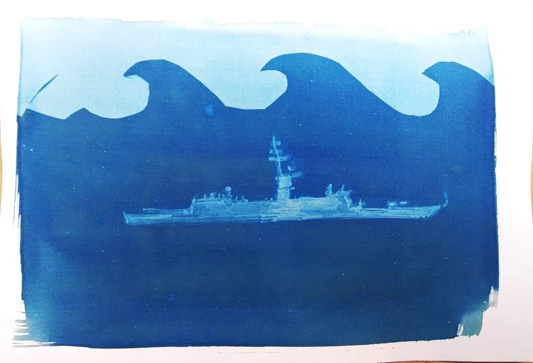 אוניה על נייר בצבע כחול